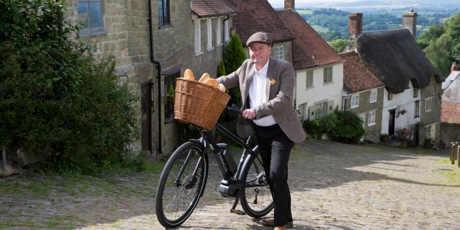 Original  Hovis Boy  returns to Gold Hill for Evans Cycles  e-bike  extravaganza 4e134524d